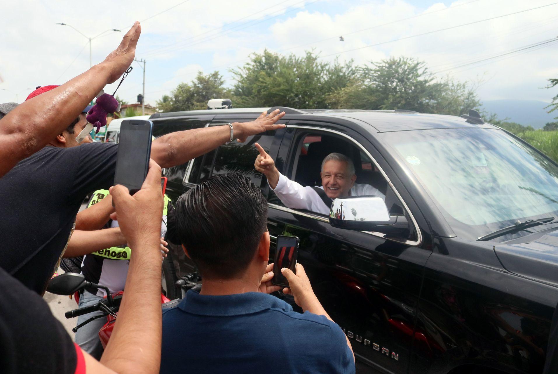 El presidente López Obrador en su gira de supervisión de obras de reconstrucción en Jojutla, Morelos
