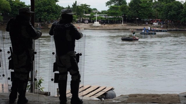 Honduras Guatemala frenan caravana migrante AMLO
