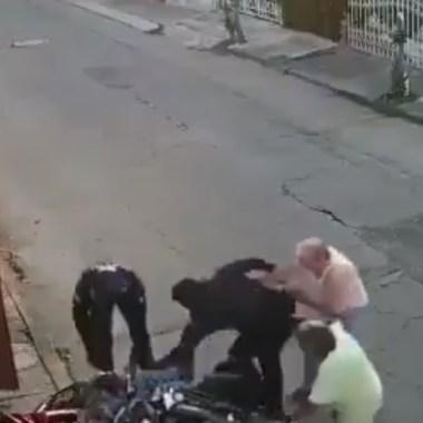 En Puebla, un video registró el momento en que muere abuelito por tratar de evitar detención tu nieto acusado de robo