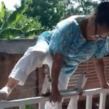 Enfermera viaja en lancha