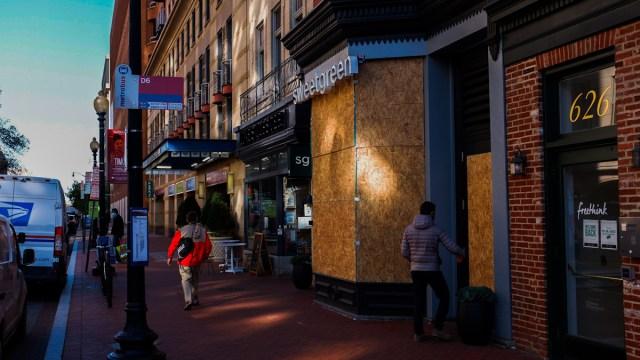 Washington: blindan Casa Blanca y negocios ante posible violencia tras elección [Fotogalería]