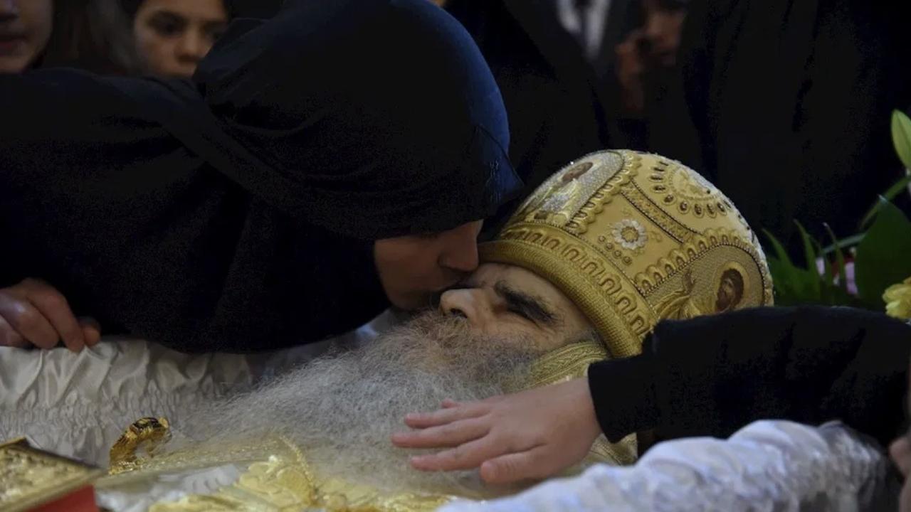 Arzobispo Montenegro muere covid-19 fieles lo besan