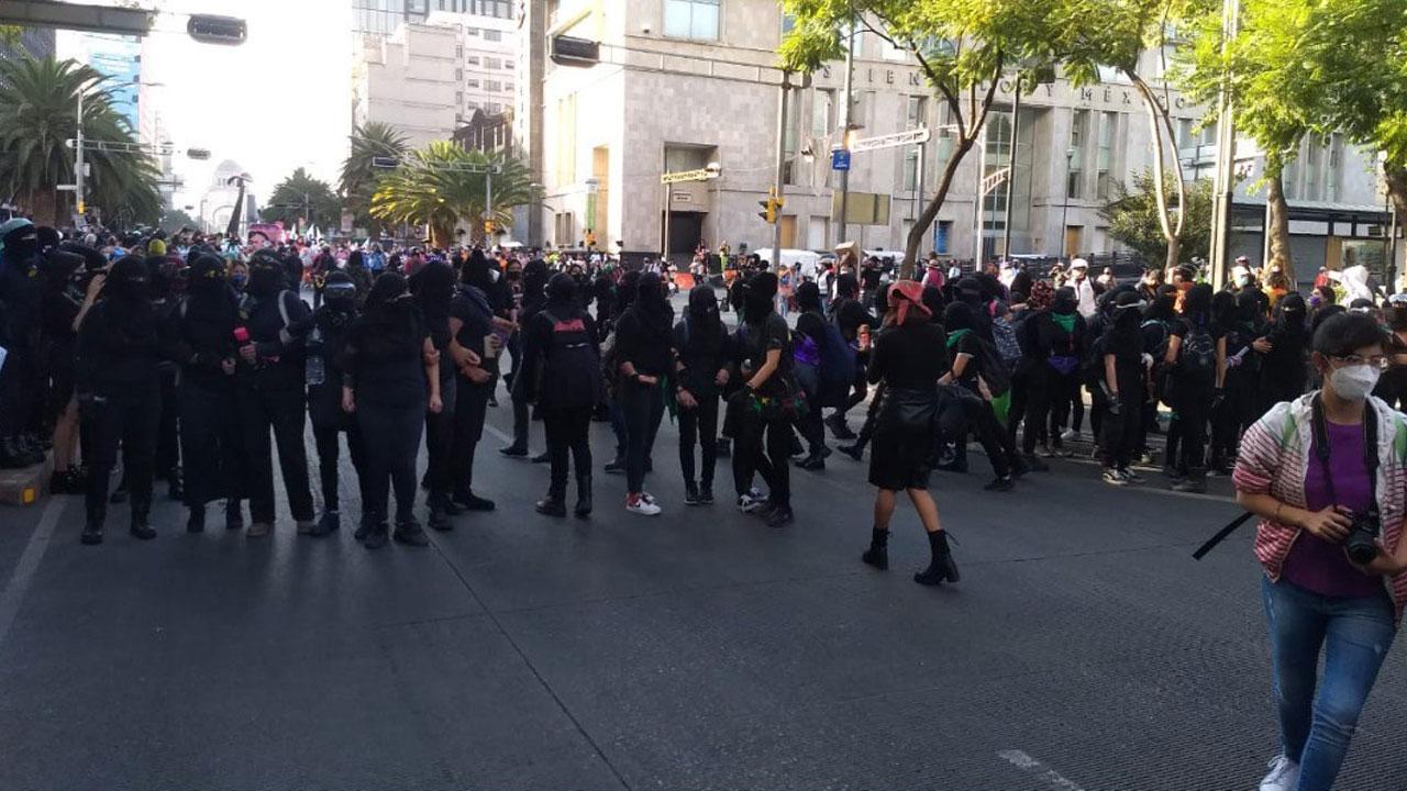 En la marcha feminista por el 25 de noviembre, se dio un enfrentamiento entre algunos grupos de mujeres y policías de la CDMX