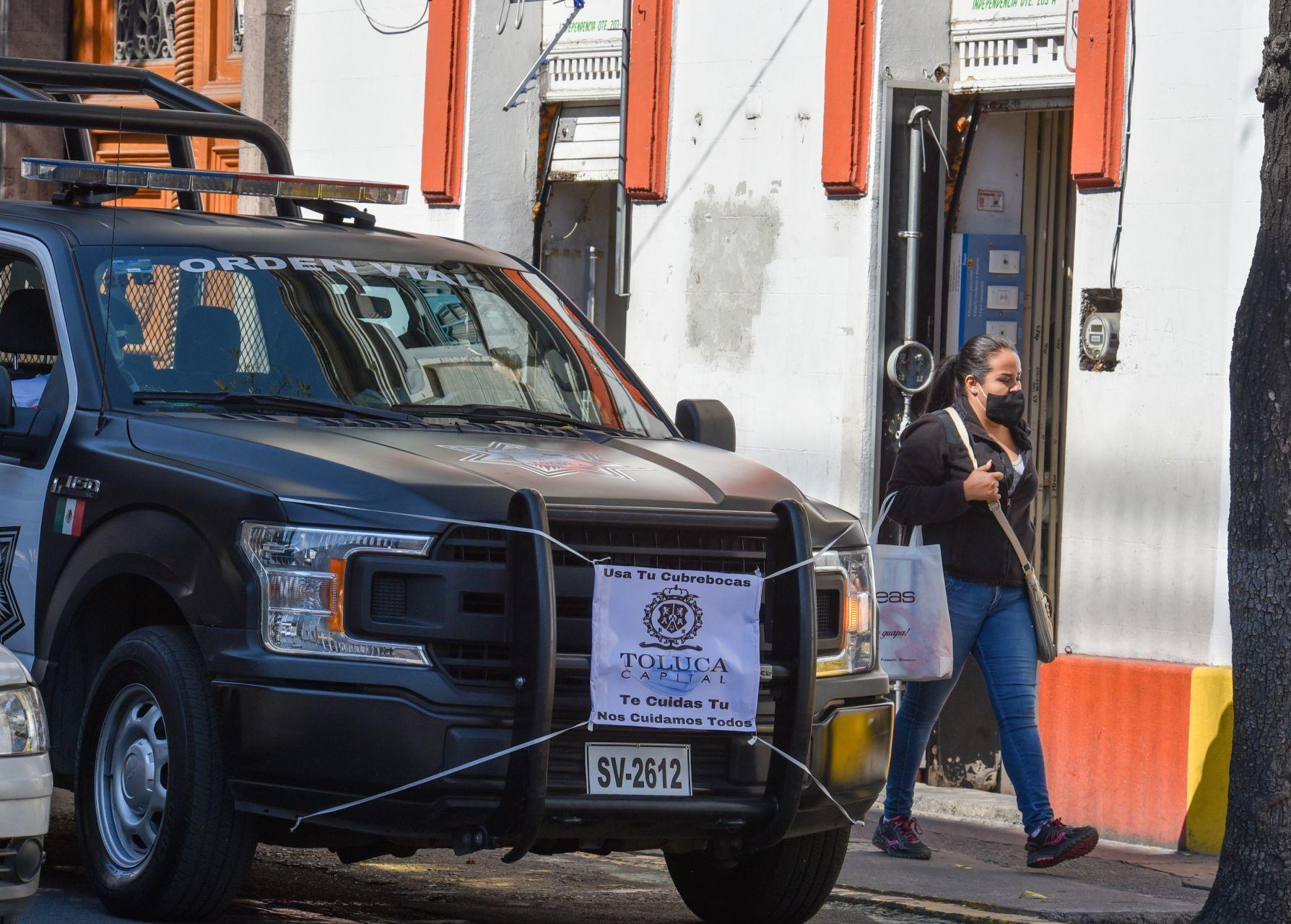 Patrullas con cubrebocas en Toluca