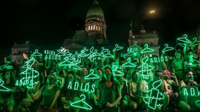 El Senado de Argentina aprobó legalizar el aborto tras varias polémicas
