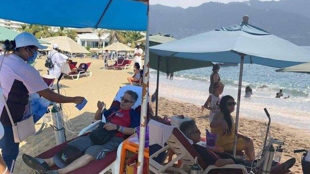 En redes sociales circula la foto de un turista que fue a Acapulco con todo y sus tanque de oxígeno, a pesar de la pandemia de COVID-19