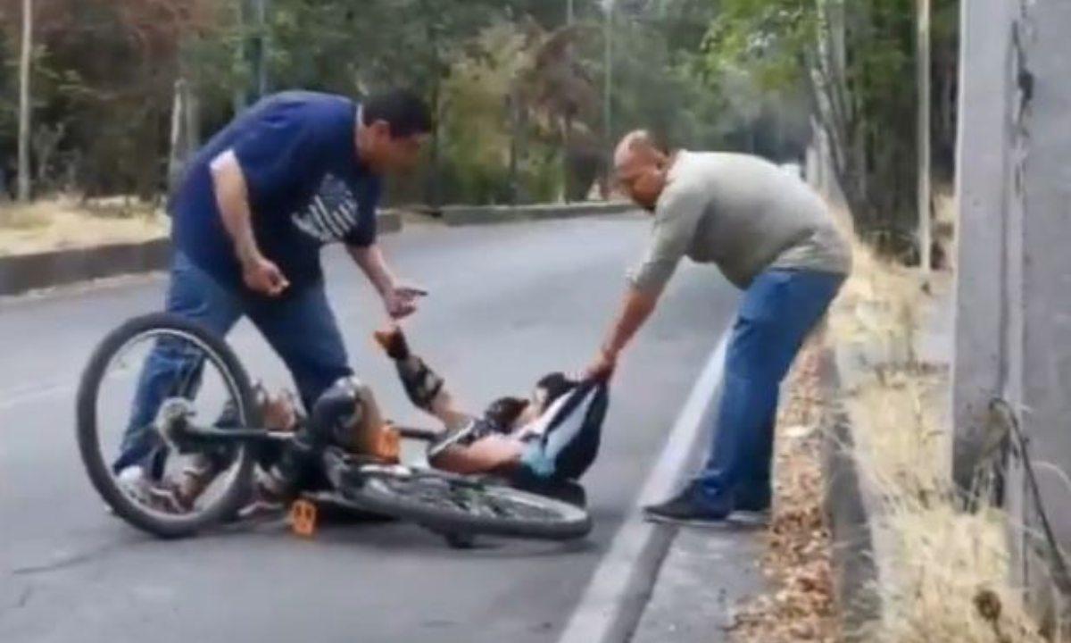 Semovi da de baja a colaboradores que golpearon a ciclista.
