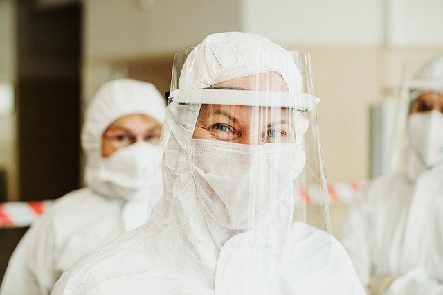 foto estudiantes medicina Rusia paciente COVID-19