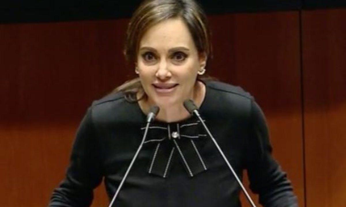 Lilly Tellez y la medalla Belisario Domínguez