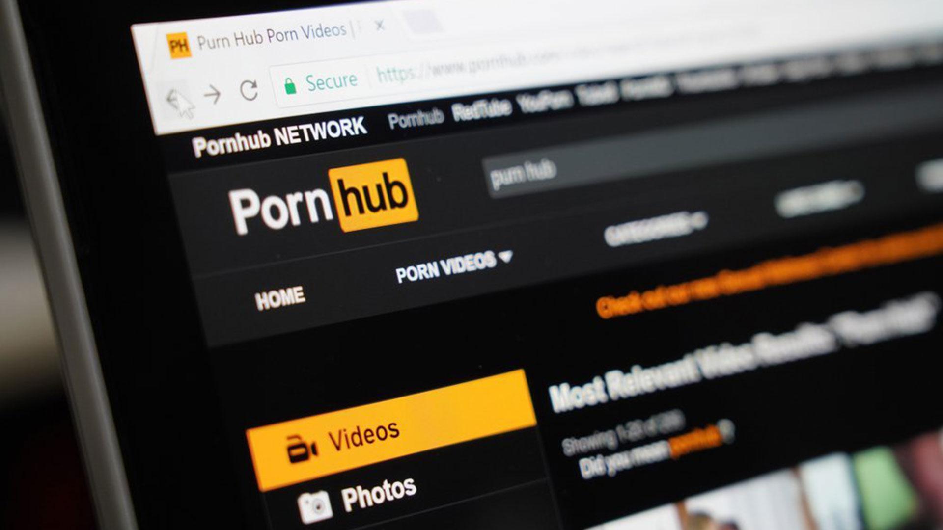 Pornhub borra contenido