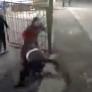 Video: llegaron a balear una familia y les dan tremenda golpiza
