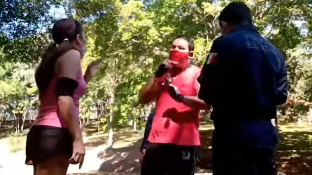 En el parque La Pólvora, en Villahermosa, Tabasco, una mujer capturó al hombre que la manoseó; éste lloró para que la policía no lo detuviera