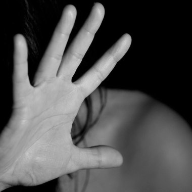 """En Mérida, Carmen """"N"""" cometió abuso sexual contra su pareja porque le había dicho que lo dejaría en mensajes de WhatsApp"""