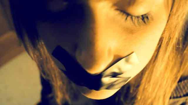 Andrea expareja la dejó ciega pide custodia de sus tres hijos