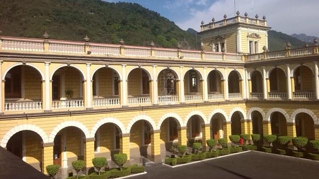 Policías de Orizaba se atrincheran en Palacio Municipal; Veracruz asume control de seguridad