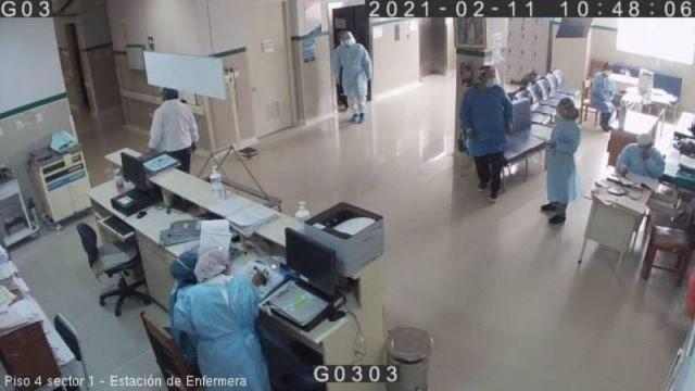 Policía se disfraza médico COVID-19.jpeg