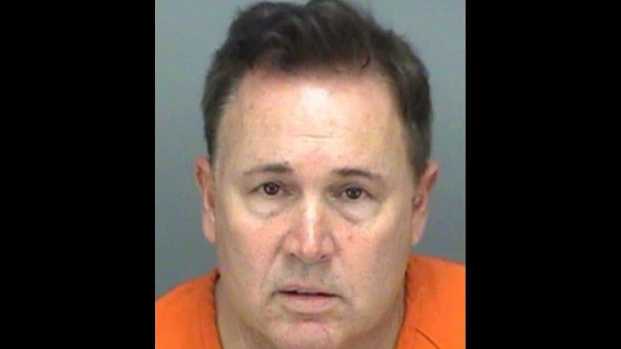 Andrew Spark es un abogado que fue inhabilitado por solicitar prostitución y grabar pornografía en dos cárceles de Florida, Estados Unidos