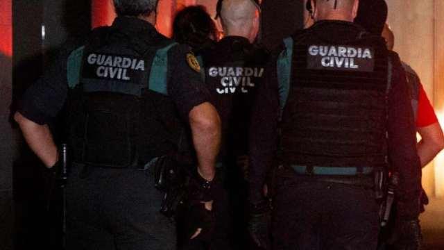 Hombre acusado de violar a su novia sale de prisión y regresa para secuestrarla