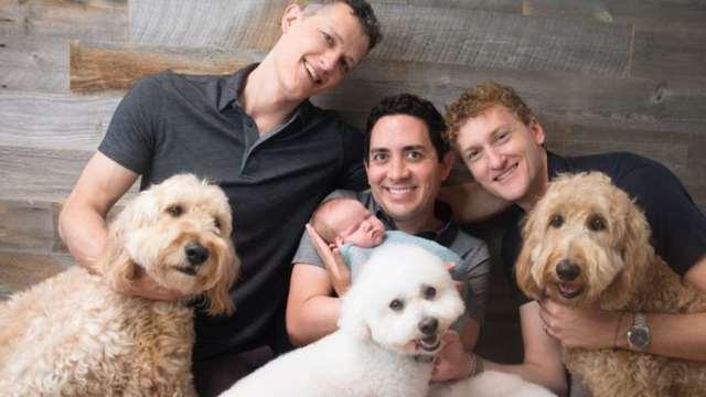 Hacen historia: Tres hombres fueron reconocidos legalmente como papás de una bebé