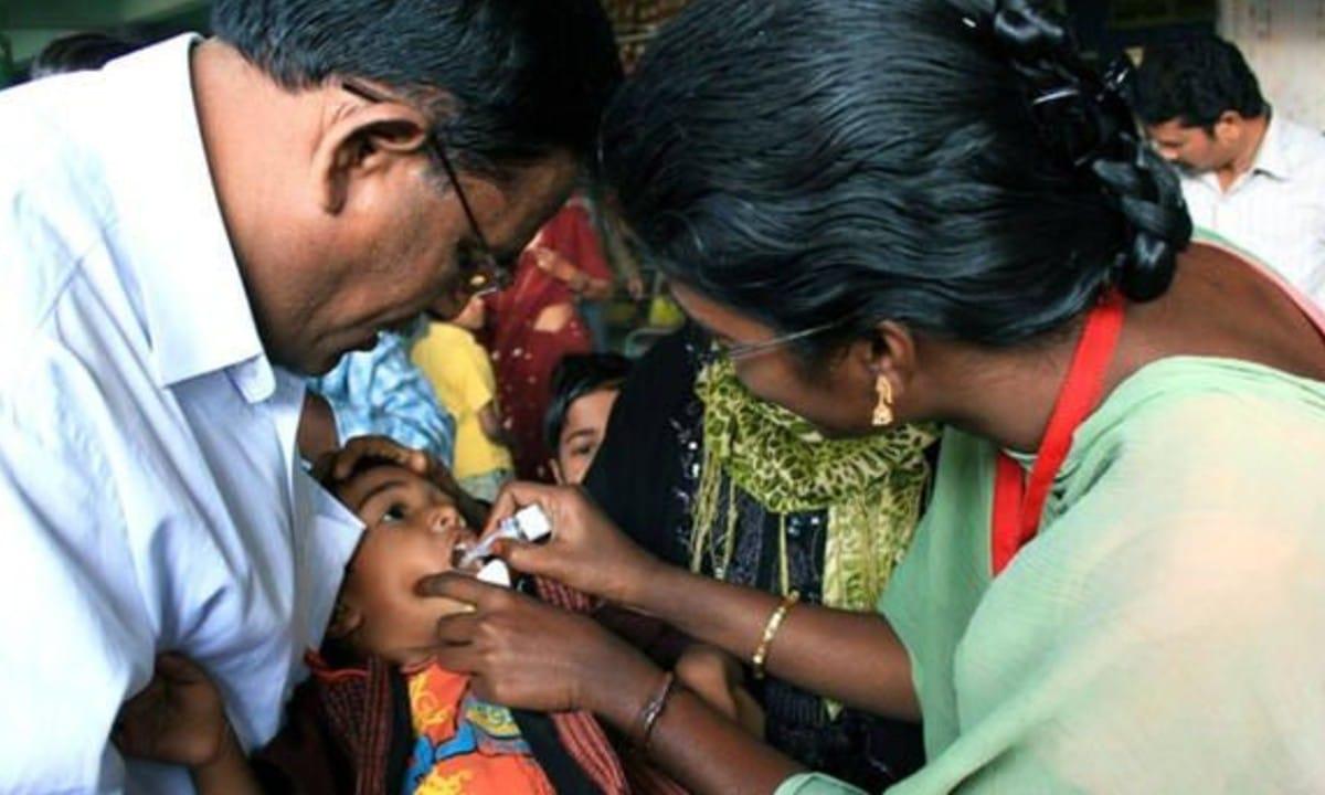 Hospitalizan a niños en la India, recibieron desinfectante en lugar de la vacuna contra la polio