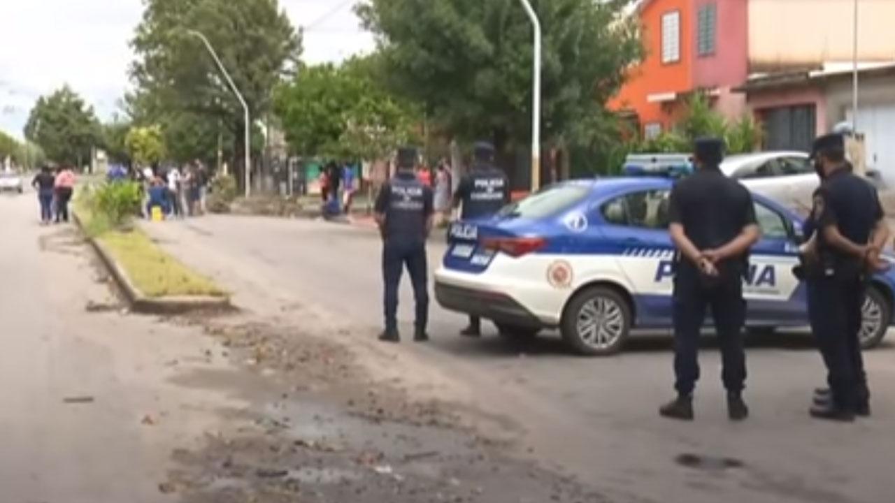 En Córdoba, Argentina, un hombre detuvo al ladrón que le robó el celular y se grabó mientras lo ahorcaba hasta la muerte