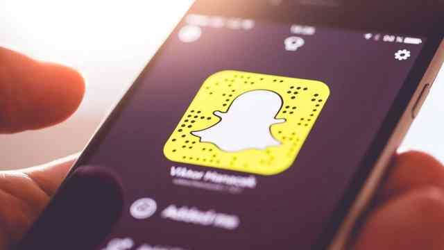 La maestra de 23 años enviaba mensajes vía Snapchat para pedirle las fotos al alumno de 14 años; ha sido acusada de abuso sexual