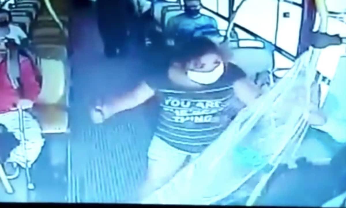 Mujer apuñala al chofer de un autobús que le pidió que usara cubrebocas