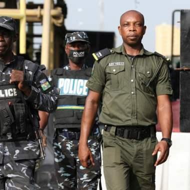 Grupo armado secuestra a 300 alumnas en un ataque contra una escuela en Nigeria