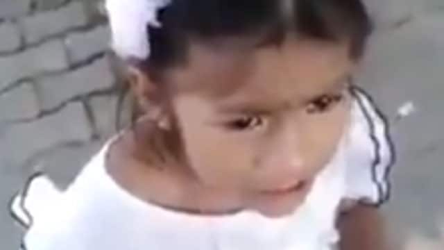 En Colombia se grabó un video en el que una niña llora por ser separada de su madre adoptiva para regresar con los padres que la abandonaron