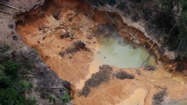 Actividad minera ilegal en Brasil deforesto tierras yanomamis