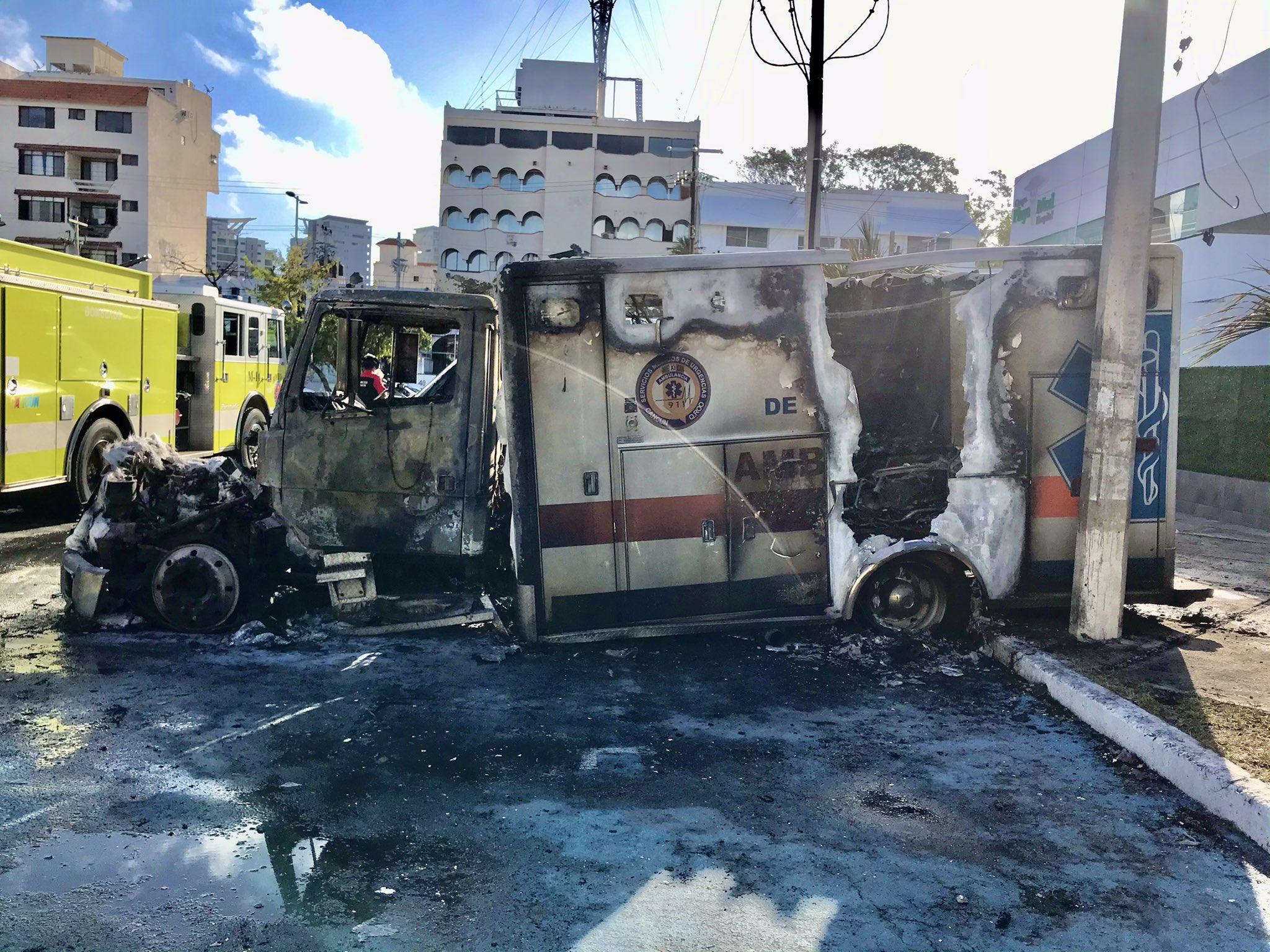 Queman ambulancia Cancún