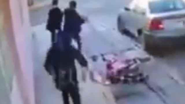 Video: conductor atropelló a tres asaltantes en Puebla