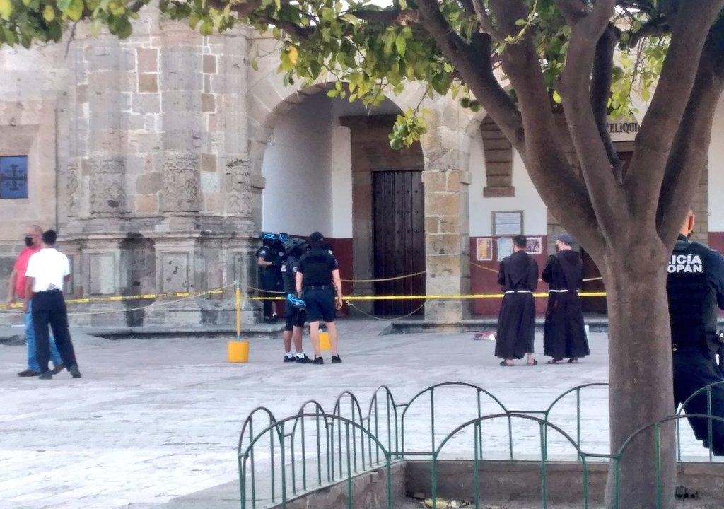 balean a fraile Basílica de Zapopan