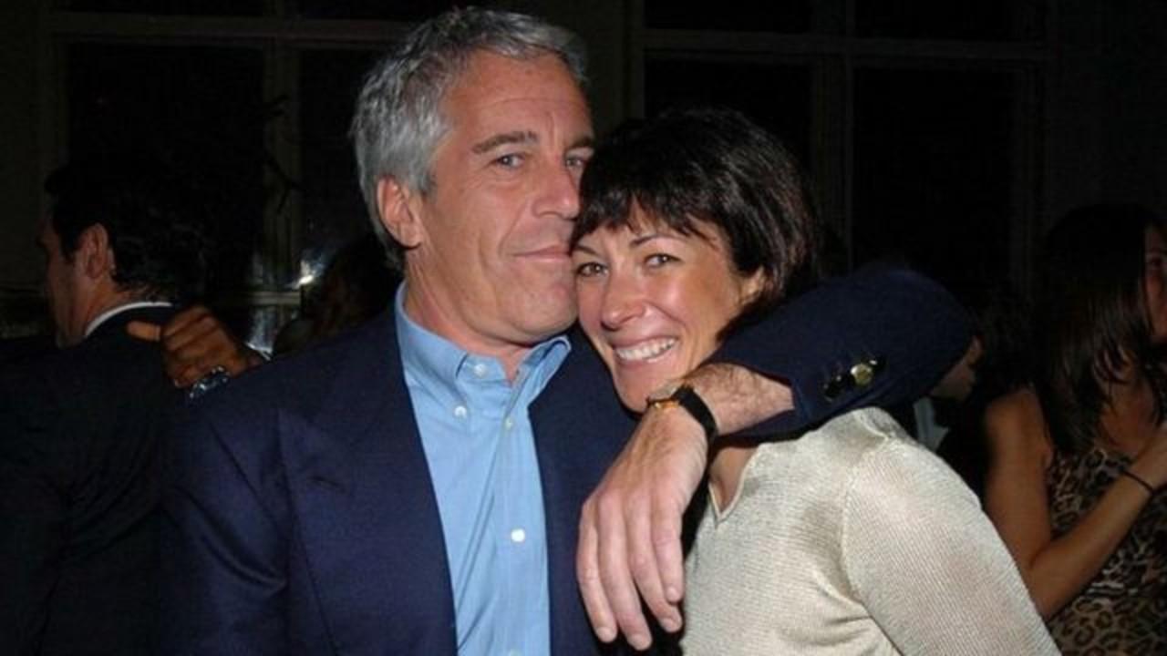 Jeffrey Epstein Acusado Violar Mujer Frente Hijo