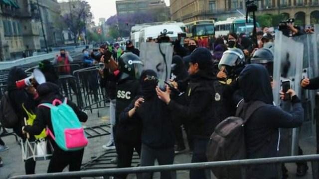 Se registró enfrentamiento entre feministas y policías de la CDMX