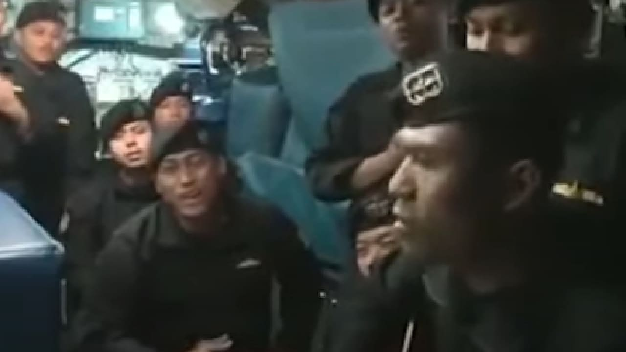 53 marineros cantaron antes de hundirse en Bali