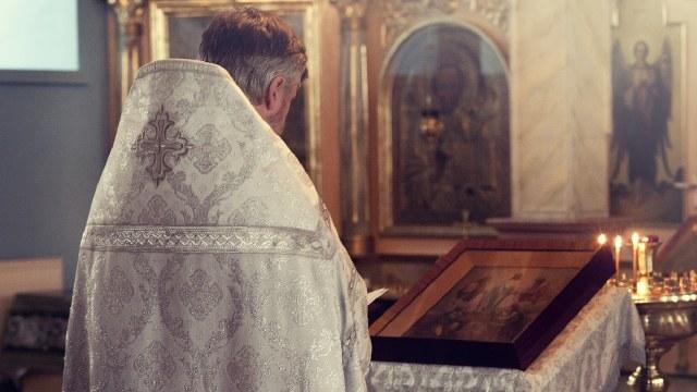 Cura renunció al sacerdocio por el amor de una mujer