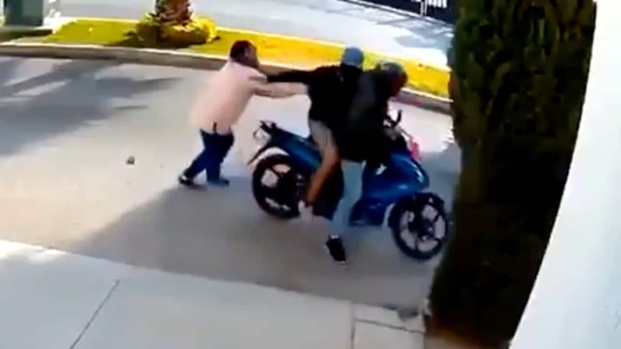 Mujer Defiende Ladrón Pistola San Luis Potosí Video
