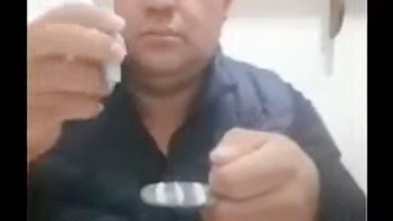"""Separan de su cargo a jefe policial que inhaló """"polvo blanco"""" (Video)"""