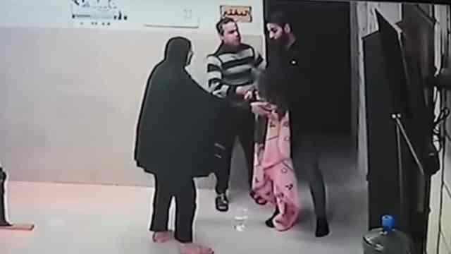 Médico Palestino Salva Niña Morir Asfixiada