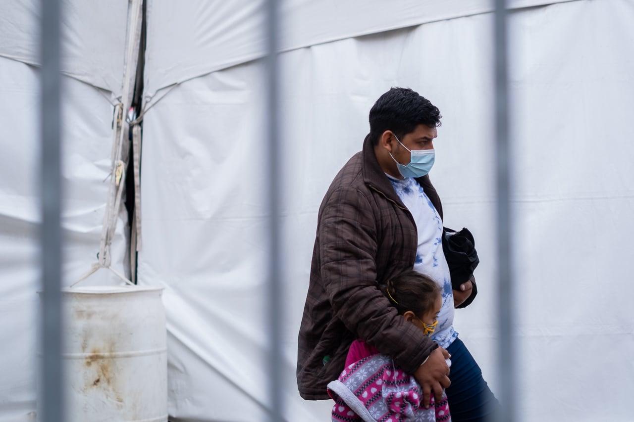 migrantes procesamiento covid-19 mcallen texas