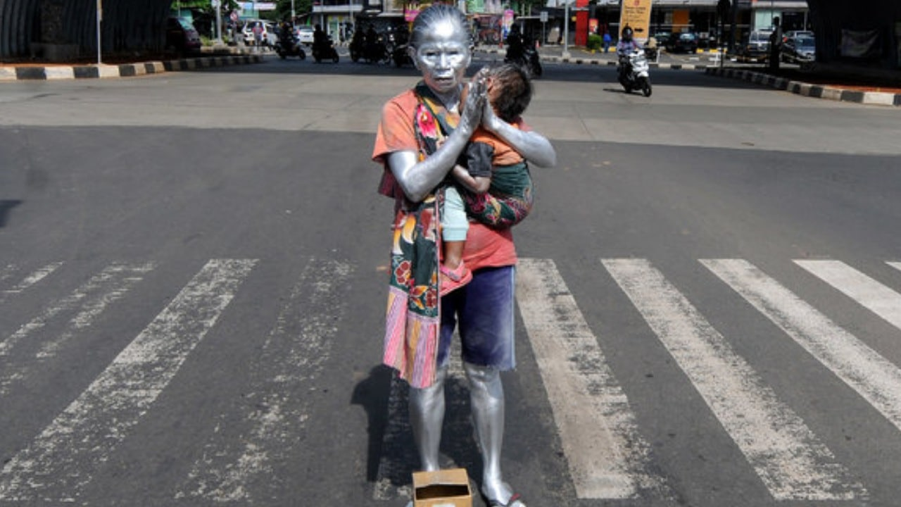 Abuelita es estatua humana