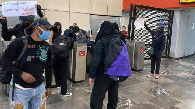 Protestas en instalaciones del Metro por accidente de la Línea 12