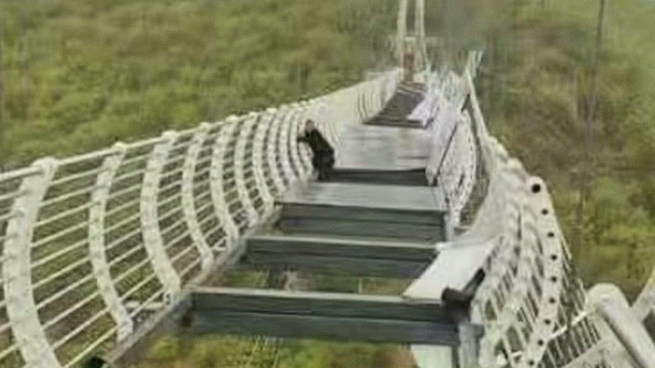 Puente China turista colgado