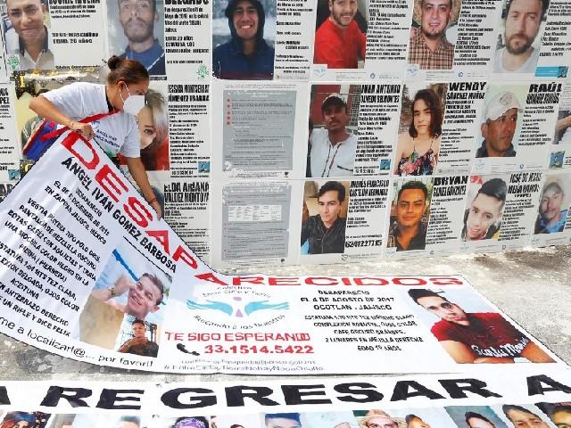 Madres Pegan Fotos Hijos Desaparecidos Jalisco