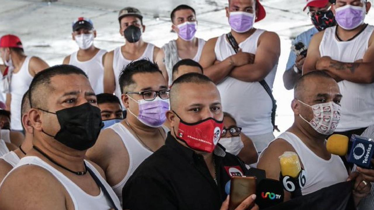 Hombres con cabeza rapada cuidarán elecciones