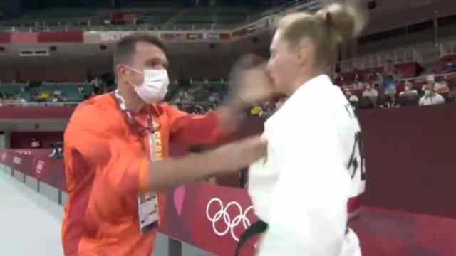 Previo a competencia, entrenador abofetea a su atleta y las redes reaccionan