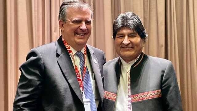 """Evo y Ebrard se reúnen en Perú; """"Canciller, salvador de mi vida"""" dijo el expresidente."""