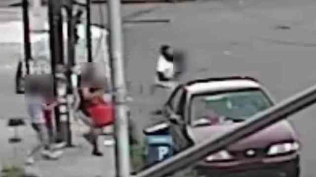 En plena calle, madre evita secuestro de su hijo