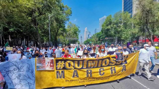 Familiares de niños con cáncer protestan en la CDMX